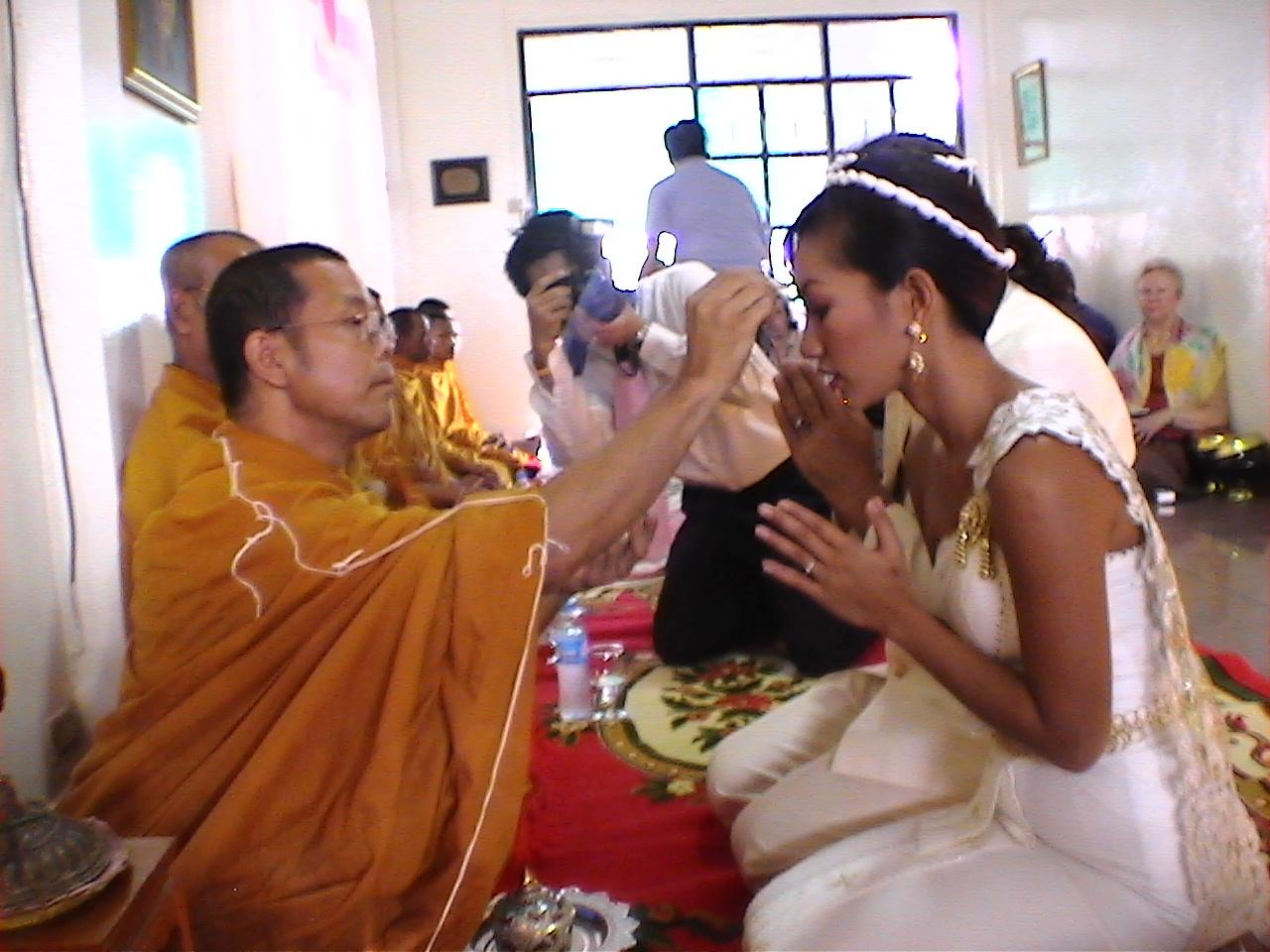 Les moines au mariage de David ISMALONE et Ying JULALUKE (2006)
