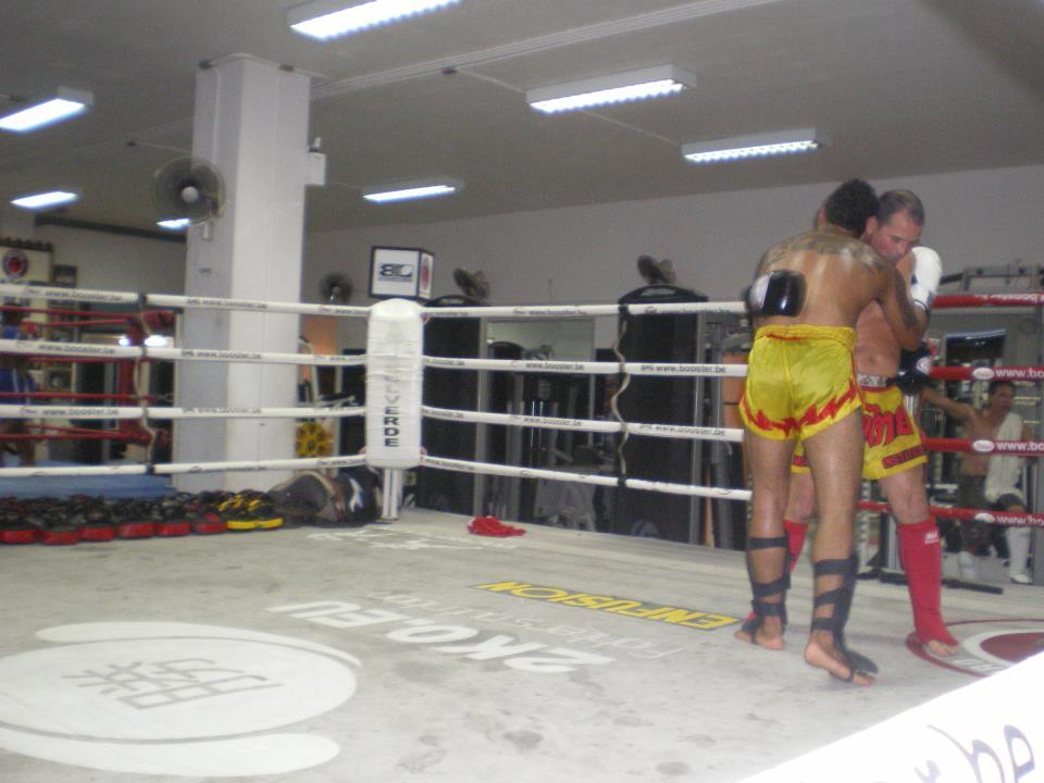 STRATÉGIE ET TACTIQUE DE COMBAT: Boxe thaï (Thaïlande)